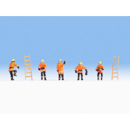 6 pompiers, 2 échelles