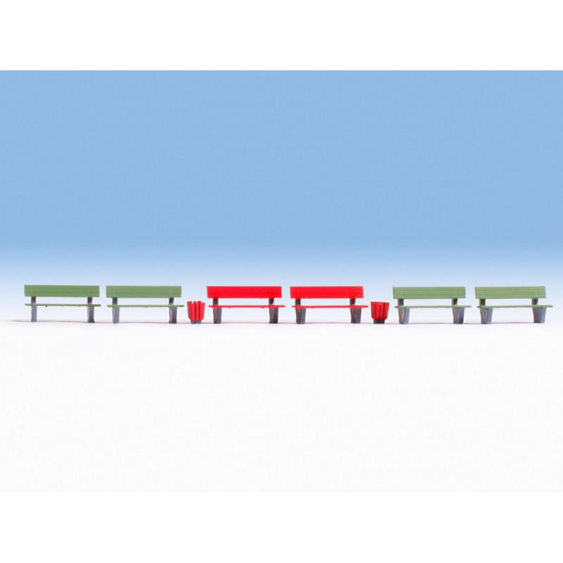 4 bancs verts, 2 bancs rouges, 3 corbeilles à papier