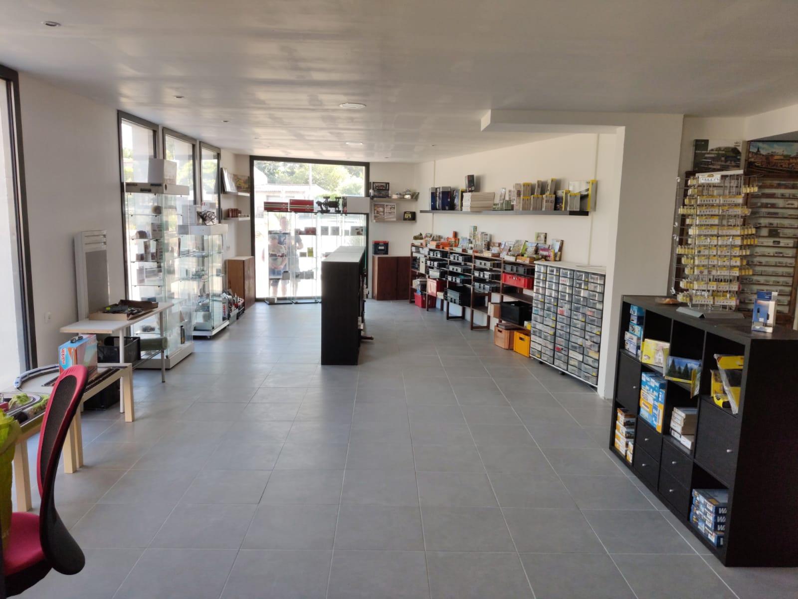 La boutique en cours d'installation